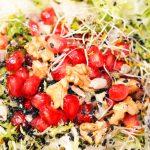 Ensalada de otoño de escarola con granada y nueces